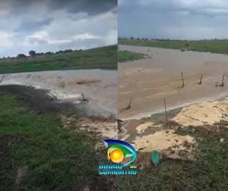Após chuvas, água de rio começa a desaguar no açude de Boqueirão; veja vídeo