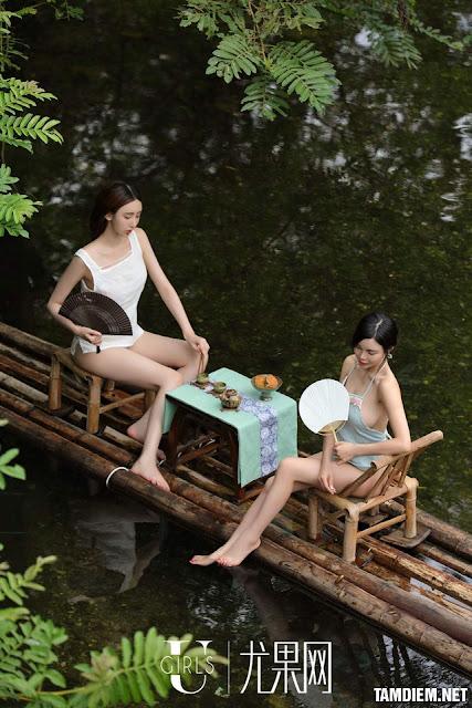 Hot girls Beautiful sexy girls bathing in the river 4