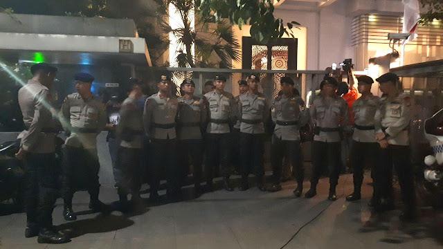 Detik-Detik Kedatangan Penyidik KPK ke Rumah Setya Novanto