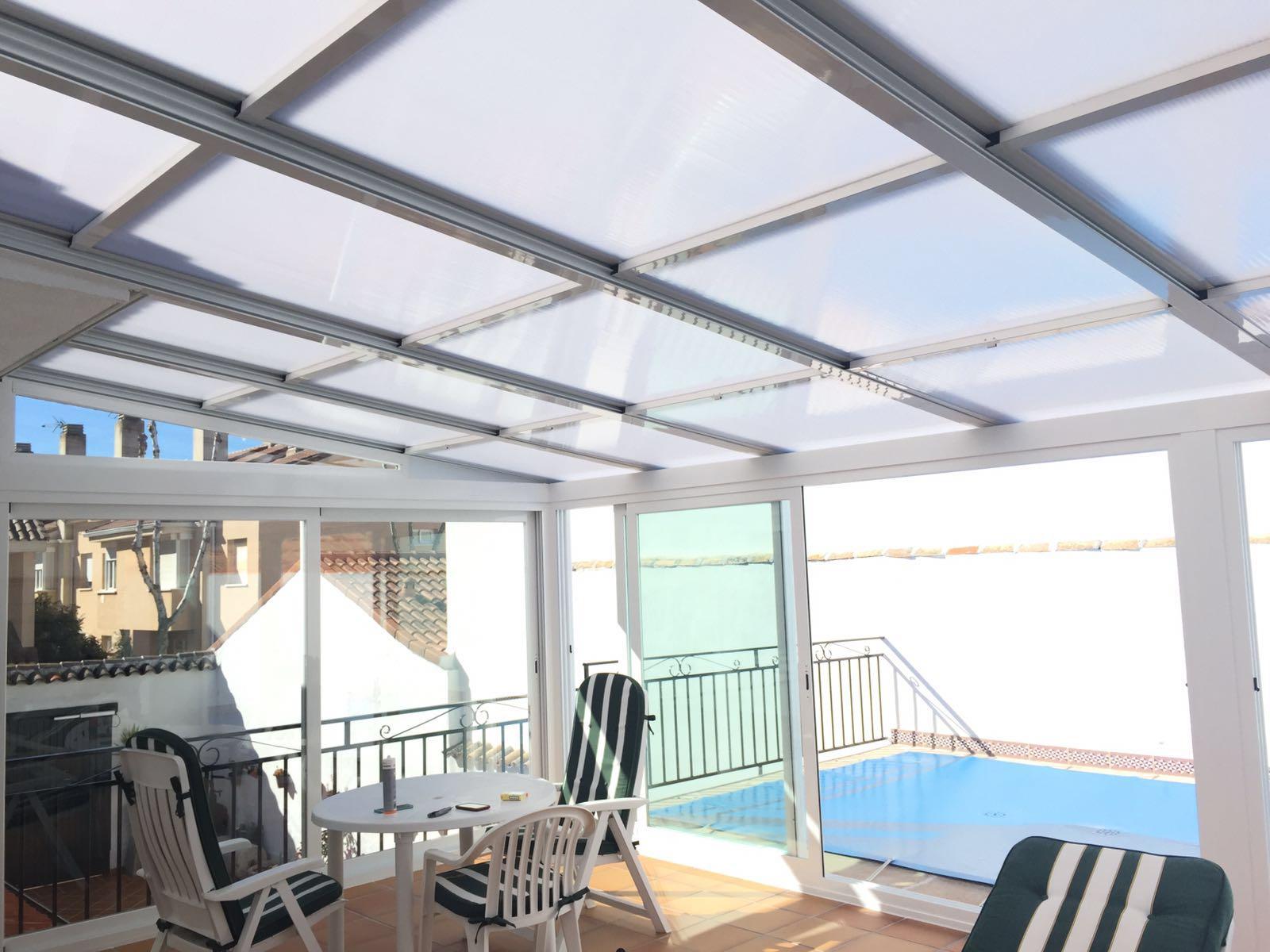 Cierre de espacios proximos a la piscina cubierta for Cubiertas para piscinas madrid