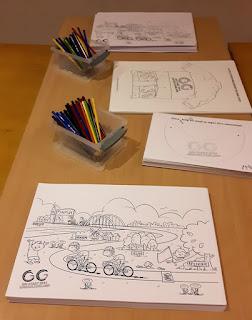 kleurplaat Giro di Gelderland van © Marion van de Wiel en kleurpotloden op tafel