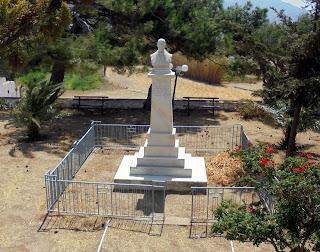 Προτομή του Κωνσταντίνου Ξενάκη στο Σαγκρί της Νάξου