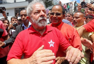 Lula vai a Brasília e deve aceitar convite para ministério