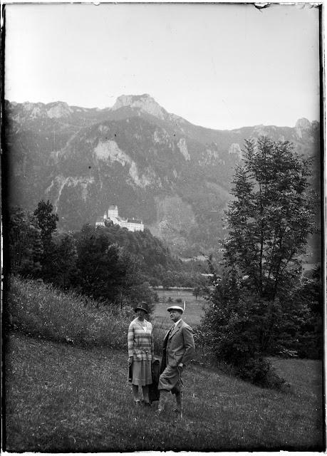 Selfie mit Schloss Hohenauschau im Hintergrund - Richtung Scheibenwand - 1920-1940