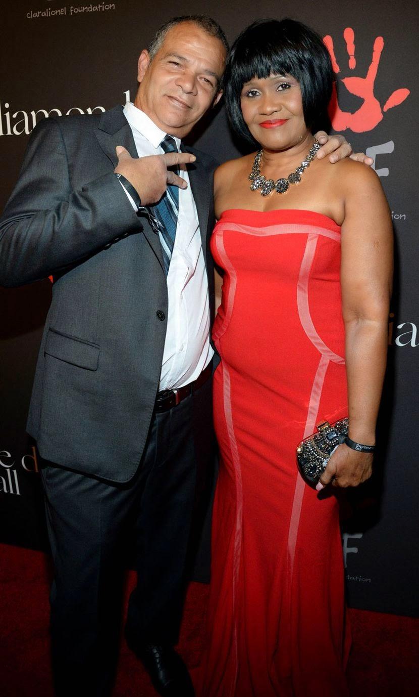 Rihanna Mom And Dad : rihanna, Rihanna, Sparkles, Crimson, Kardashian,, Pitt,, Sean,, Salma, Hayek, Support, Inaugural, Diamond, DETAILS), Glazia