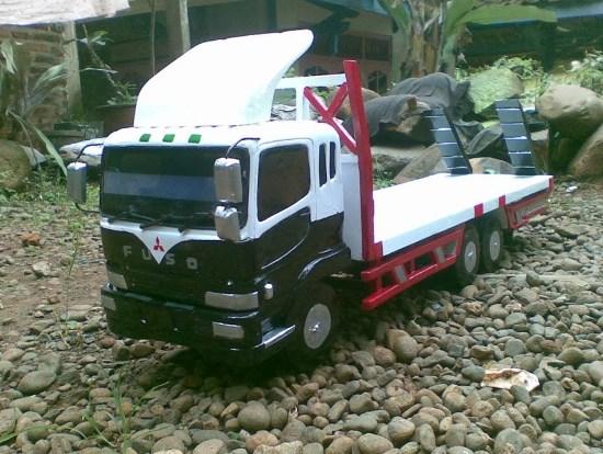 gambar truk miniatur fuso mitsubishi