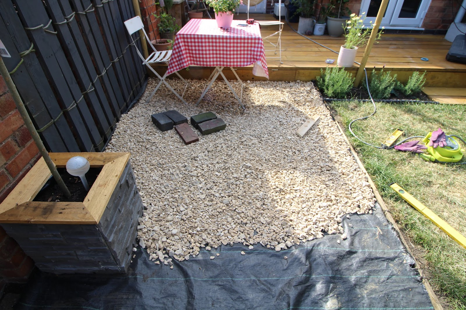 gravel patio in garden diy