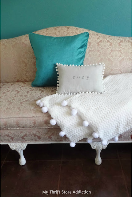 DIY pom-pom throw