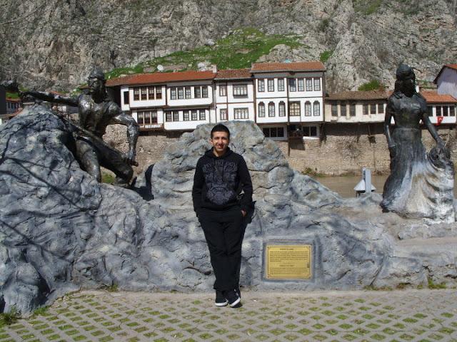 Ferhat ile Şirin heykel