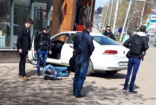В Уфе автомобиль сбил сразу троих пешеходов Видео