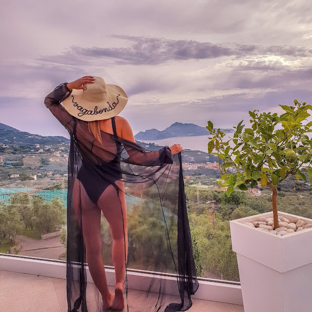 Sorrento, Villa Eliana. Alessia Siena indossa bikini Galia