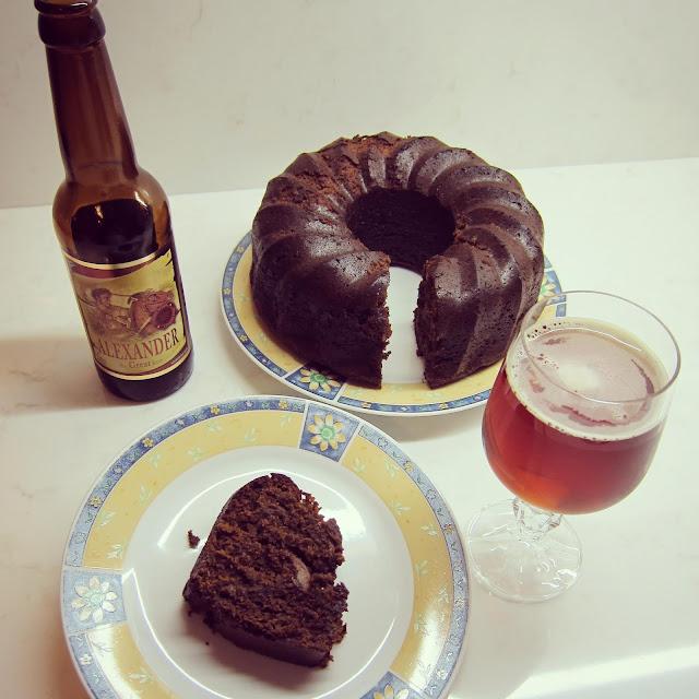 κέικ με μπύρα, κέικ νηστίσιμο, κέικ με χουρμάδες, κέικ με κανέλα, κέικ με μελάσα, παράξενο πιρούνι, paraxeno pirouni