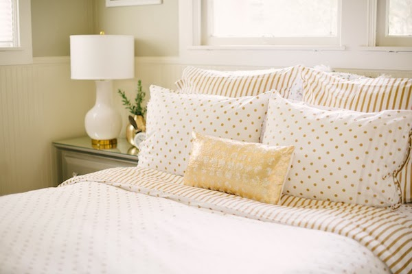 I Have Had A Ton Of People Asking Me About My New Gold White Metallic Bedding Well Here You Go Hy Ping Reversible Duvet Cover