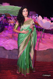 Anjala-Zaveri-Stills-at-An-Ode-To-Weaves-Weavers-Fashion-Show