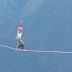 Πολωνή σε βίντεο που κόβει την ανάσα, περπάτησε σε σχοινί και σε ύψος 1.000 μέτρων (Βίντεο)