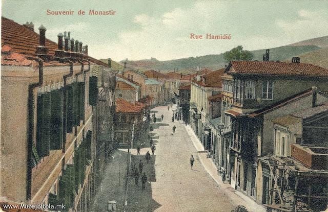 """Главната улица-Хамидие во почетокот на 20 век. На десната страна се гледа хотелот """"Ориент""""."""