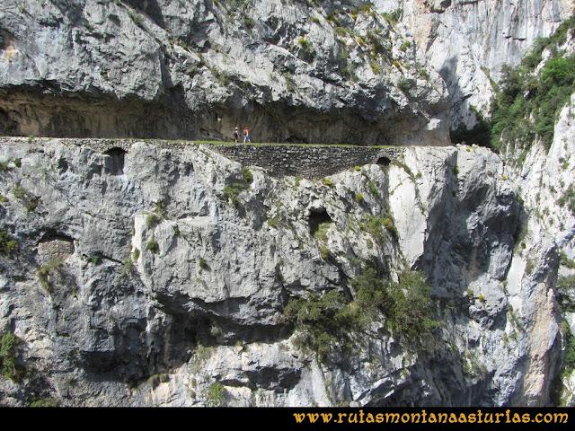 Ruta del Cares: Sendero entre caídas