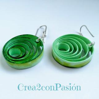 Tutorial-quilling-bisutería-pendientes-y-anillo-de-formas-geométricas-rosa-azul-y-verde-Crea2-con-Pasión