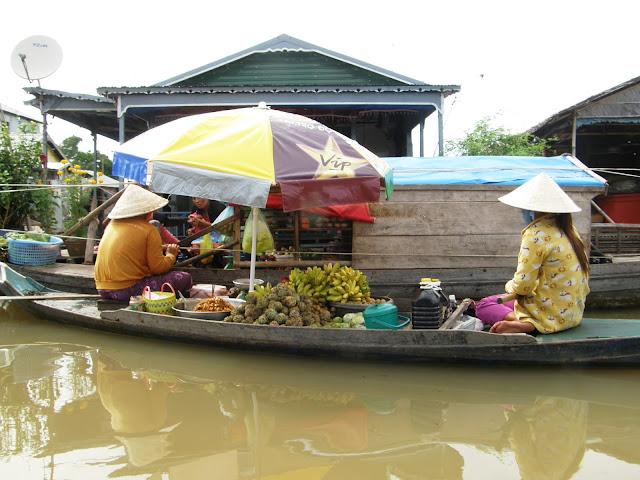 Life on Tongle sap lake in Cambodia