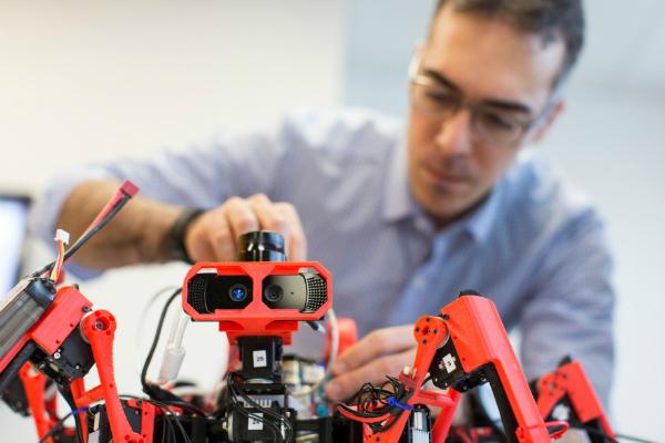 بالصور: شركة سيمنس تكشف عن نماذجها للربوتات العناكب