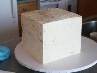 cómo miga recubrir una torta cuadrada del cubo
