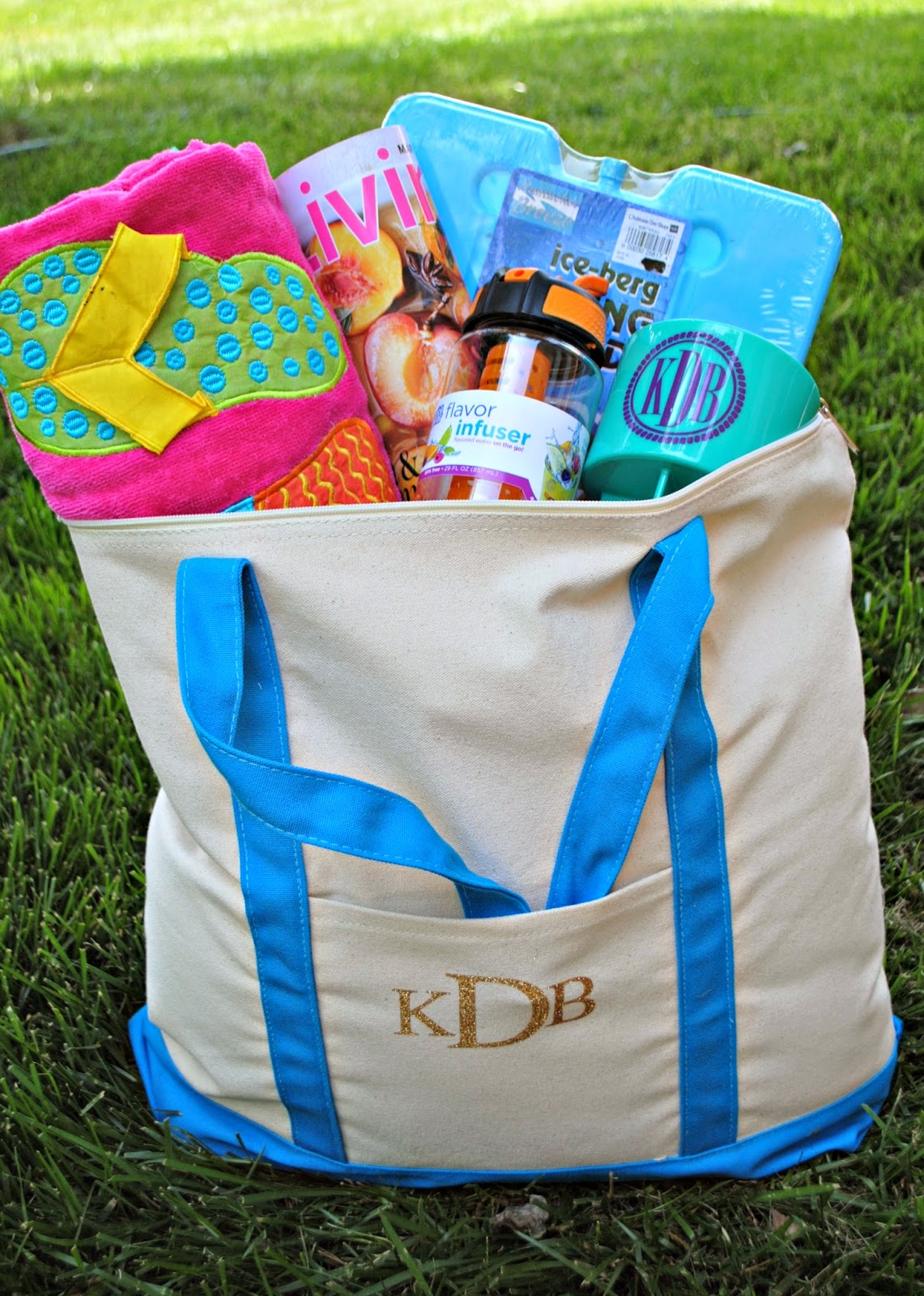 Do it yourself, DIY, teacher gift, summer tote, tote bag, monogrammed
