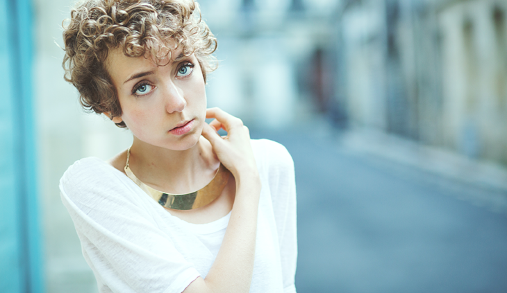 portrait photography, fashion blogger with curly hair and golden necklace