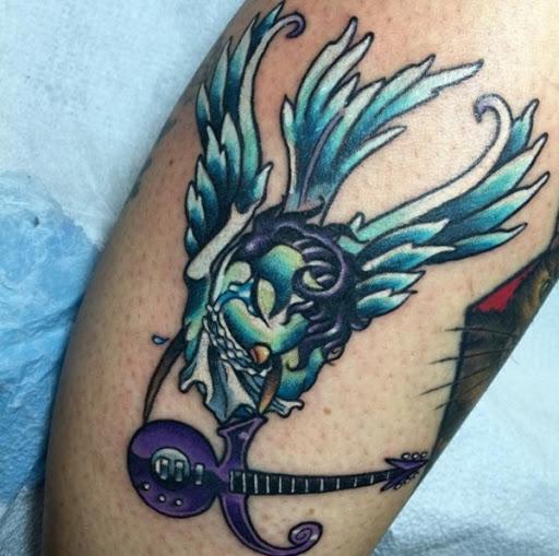 Pomba, o Príncipe e a Guitarra de Tatuagem