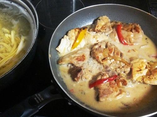 鶏の濃厚クリームソース煮
