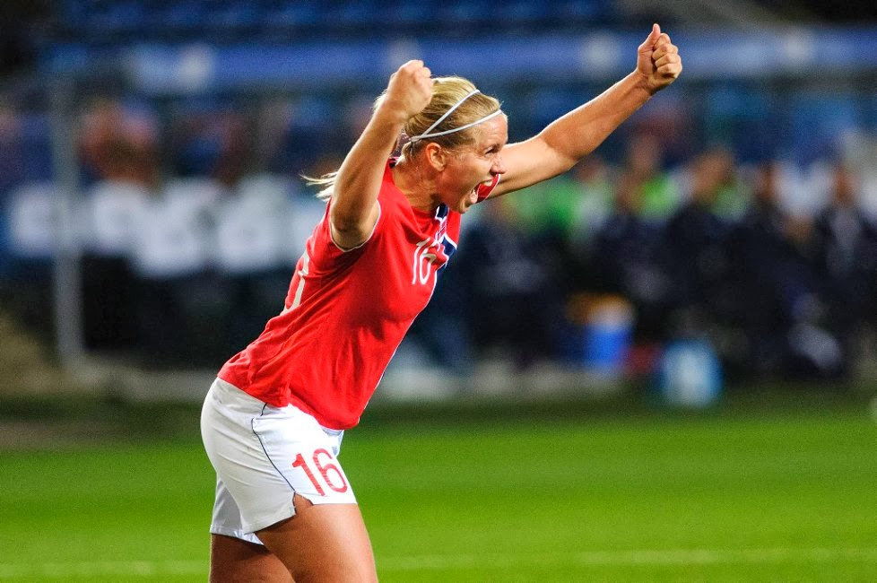 Pemain Sepakbola Wanita Norwegia Elise Thorsnes posting gambar nakal
