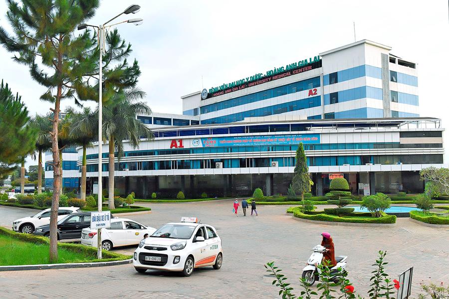Gia Lai: Kẻ lạ xông vào bệnh viện chém bệnh nhân tới tấp