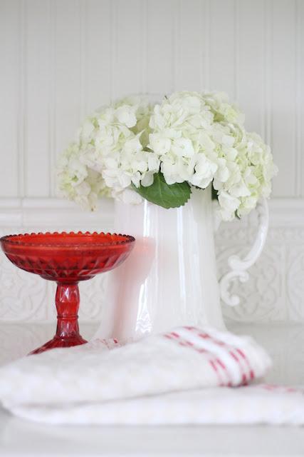 hydrangeas-white-valentines-day-decor