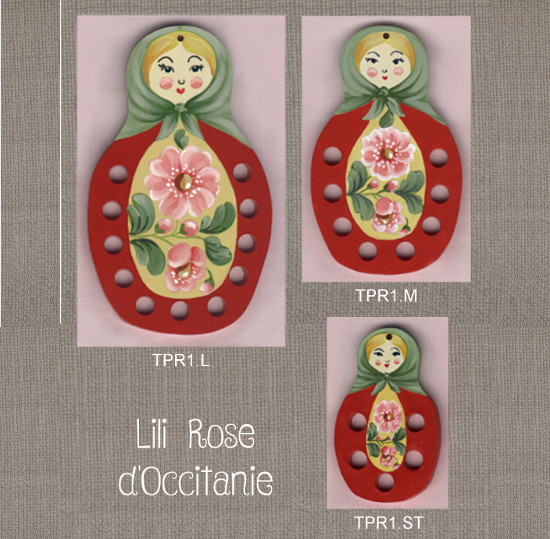 """Tri-fils bois peint, 3 tailles différentes, motifs """"Matriochka rouge"""". Broderie et point de croix"""
