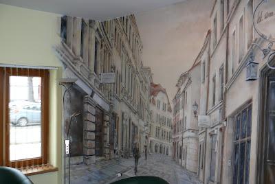 Artystyczne malowanie wąskiej uliczki w perspektywie, ul. szewska Toruń