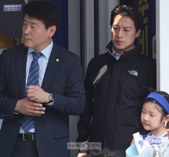 Bodyguard Perdana Menteri Korea Menjadi Perhatian