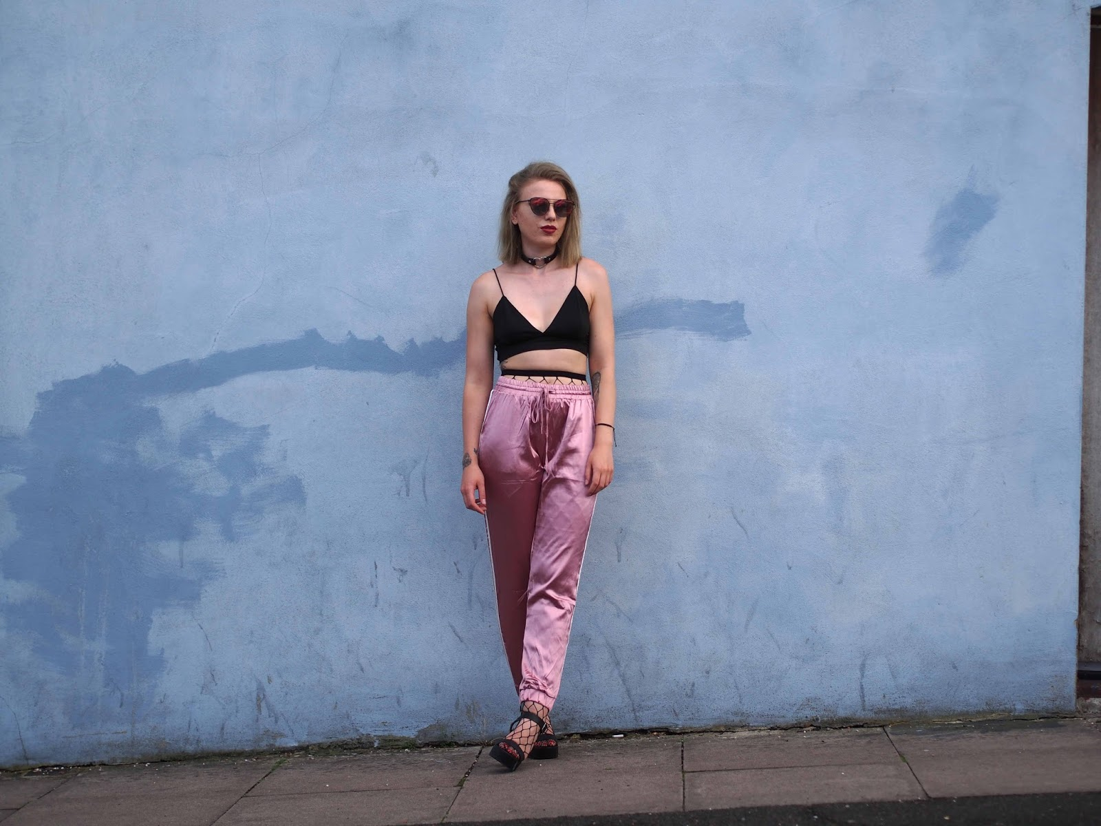 sports luxe, sports luxe outfit, how to wear fishnets, joggers and heels, london fashion blogger, london style blogger, grunge fashion blogger, grunge style blogger