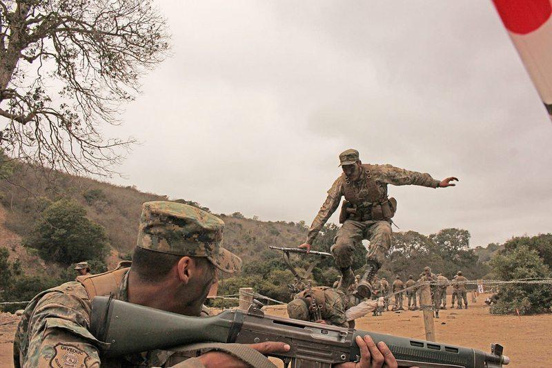 Suboficiales del Ejército estudian gratis y salen con trabajo