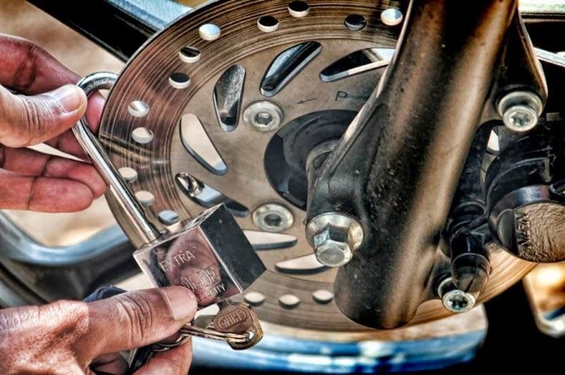 Tips Menghindarkan Motor Dari Pencurian