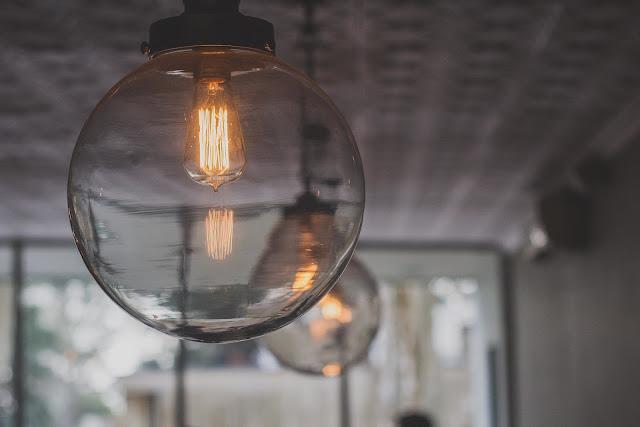 Jak dobrać odpowiednie oświetlenie do przedpokoju?