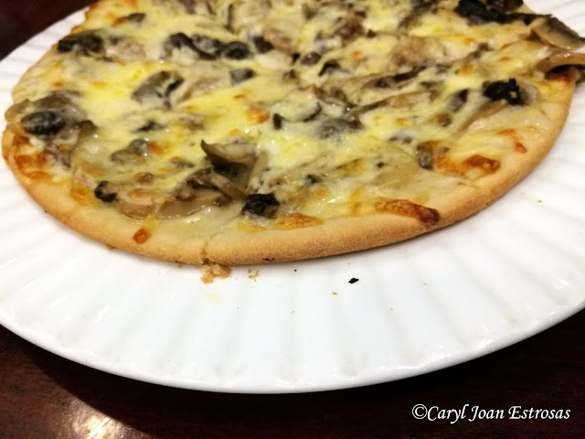Pizza at Gustav, Angeles City