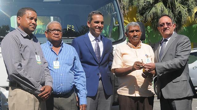 Gobierno sigue cumpliendo; productores de Los Ríos reciben moderno camión