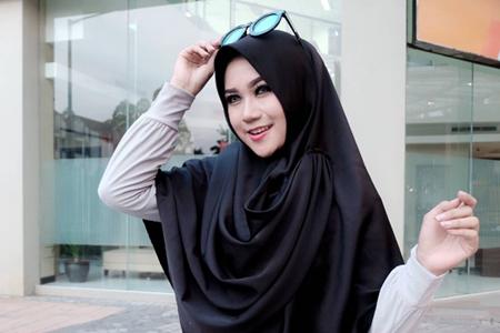 Model Cantik Berhijab Ini Mengaku Mencintai Pekerjaan Sebagai Guru Bentengsumbar Com