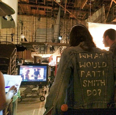 PLL bts episode 7x15 Troian Bellisario directing Lucy Hale and Ian Harding in an Ezria scene