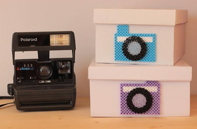 boite en carton customiser avec perles à repasser appareil photos