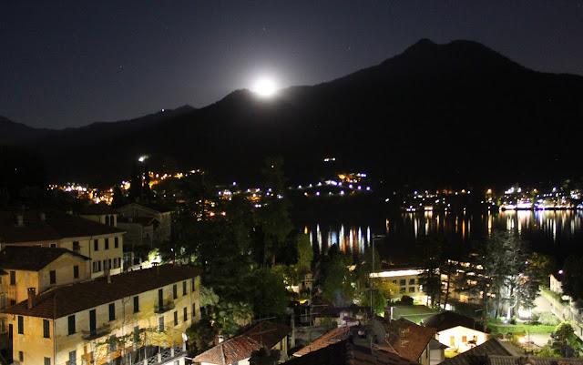 Luna llena en el Lago de Como