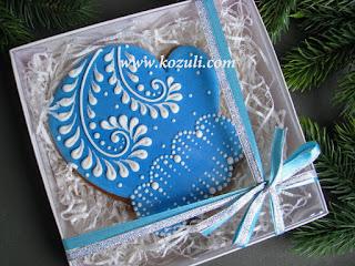 Новогодние пряники. Упаковка новогоднего пряника Варежка, коробка 15х15см