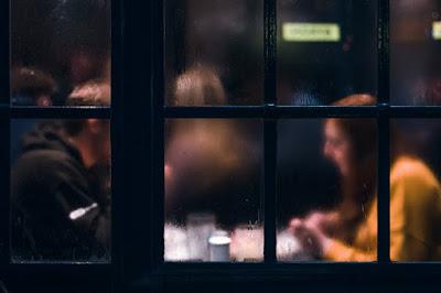 dinner-date-couple-in-restaurant
