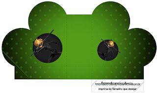 Caja abierta en forma de corazón de Cat Noir.