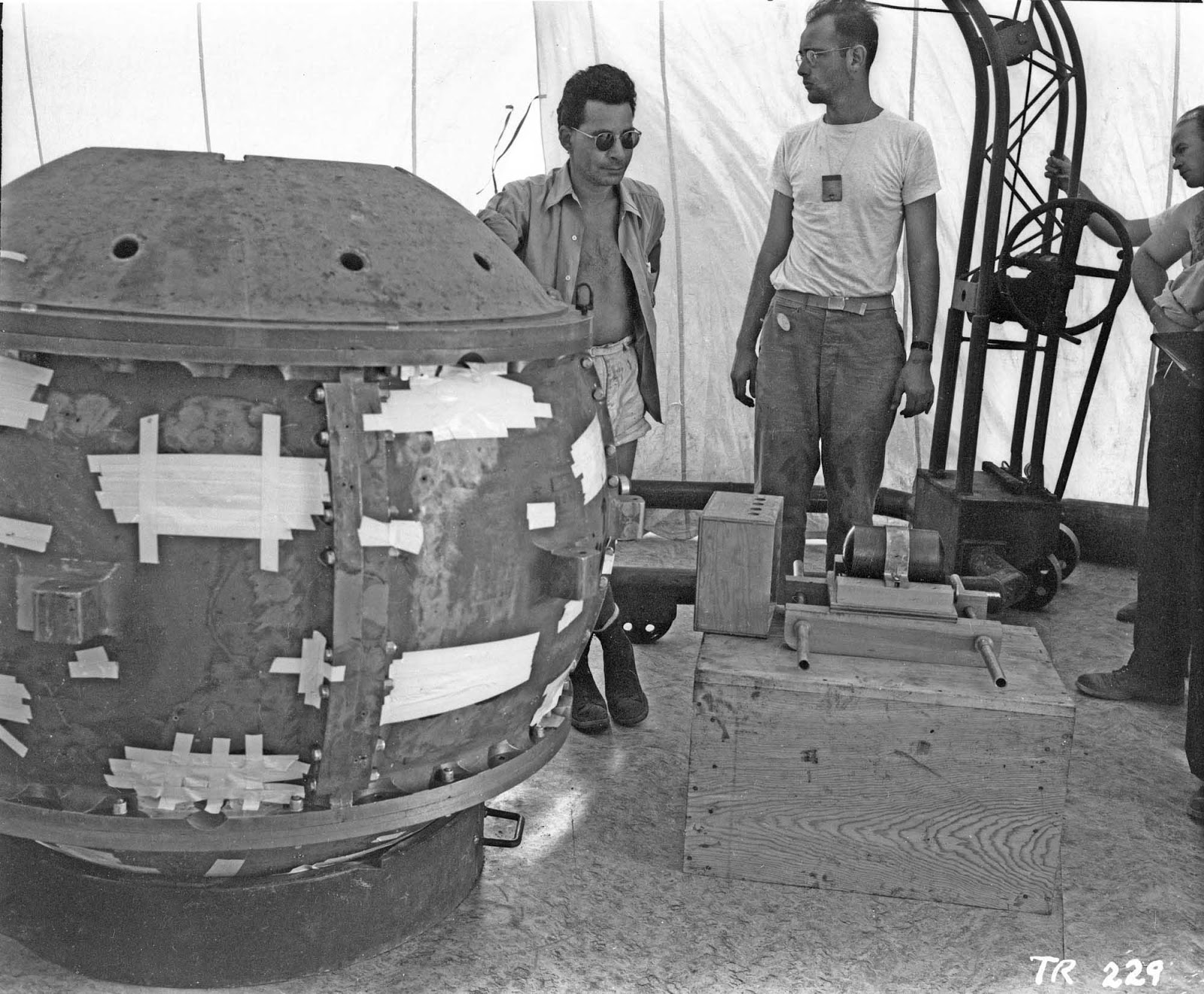 Louis Slotin and Herbert Lehr with the Gadget prior to insertion of the tamper plug (visible in front of Lehr's left knee).