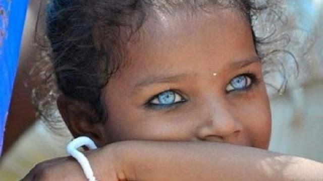 suku bermata biru dari pedalaman hutan indonesia